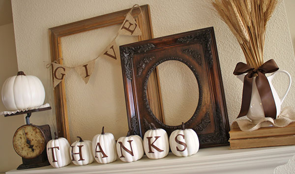 Love this Give Thanks Fall Mantle