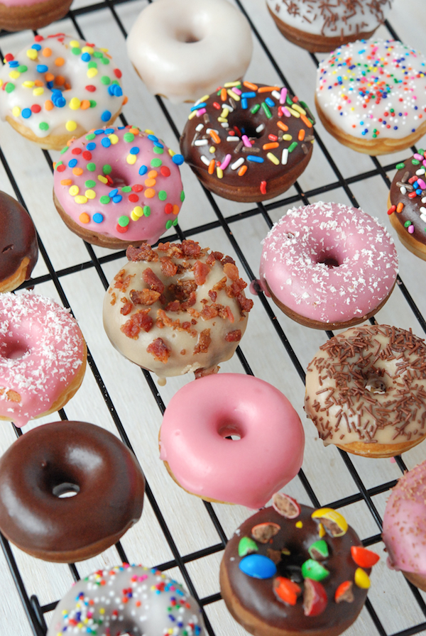 Look At all of teh different mini doughnuts you can do!