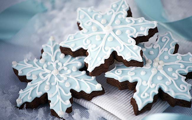 In Love With These Wintery Snowflake Cookies