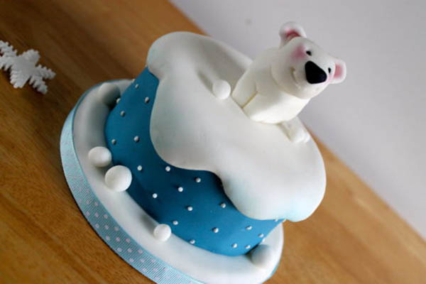 Cute little polar bear cake!
