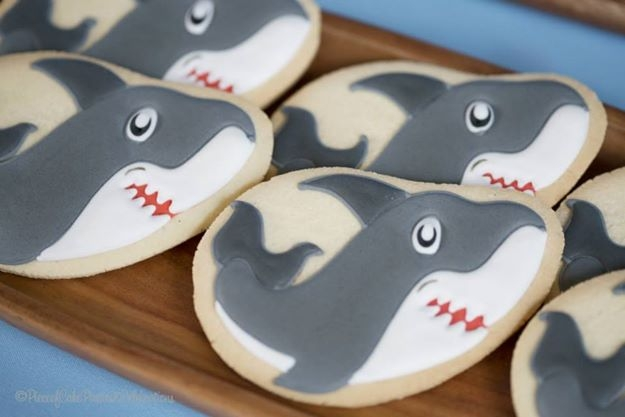 We love these shark party cookies!
