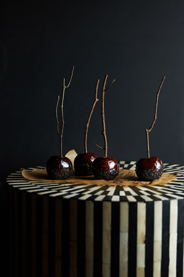 Black sugar caramel apples for Halloween