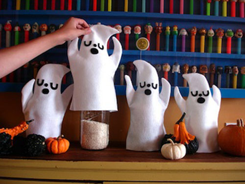 Love these easy DIy Ghost decorations!