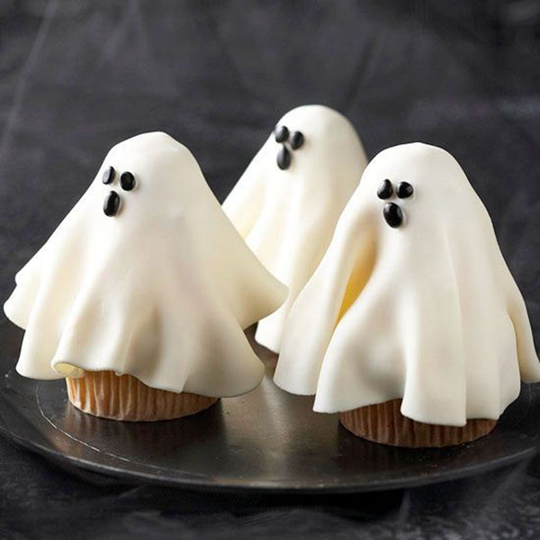 halloween ghost cupcakes!