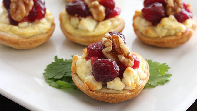Yumm Cranberry & cheese bites for Thanksgiving