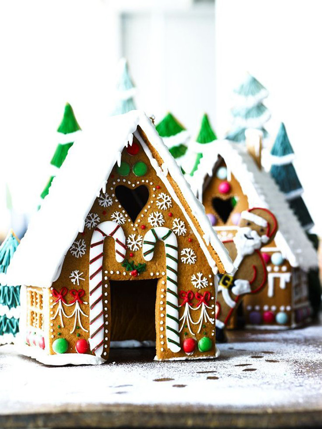 Adoring this Gingerbread House!