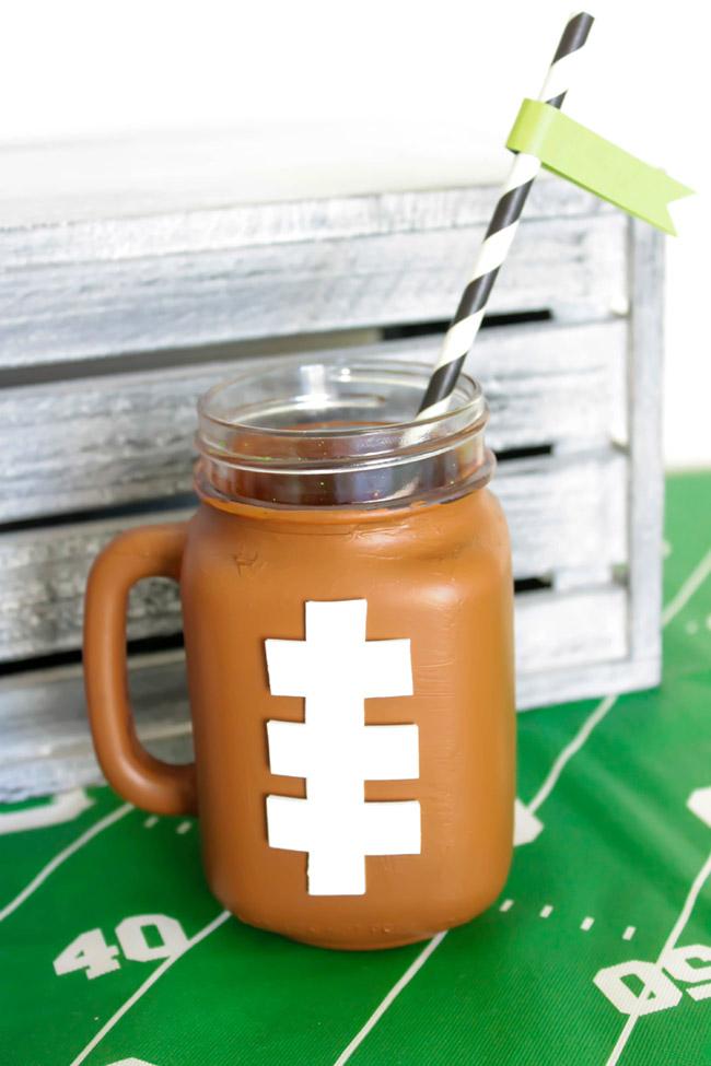 fun-football-mason-jar-mug-diy- See how to make it on B. Lovely Events