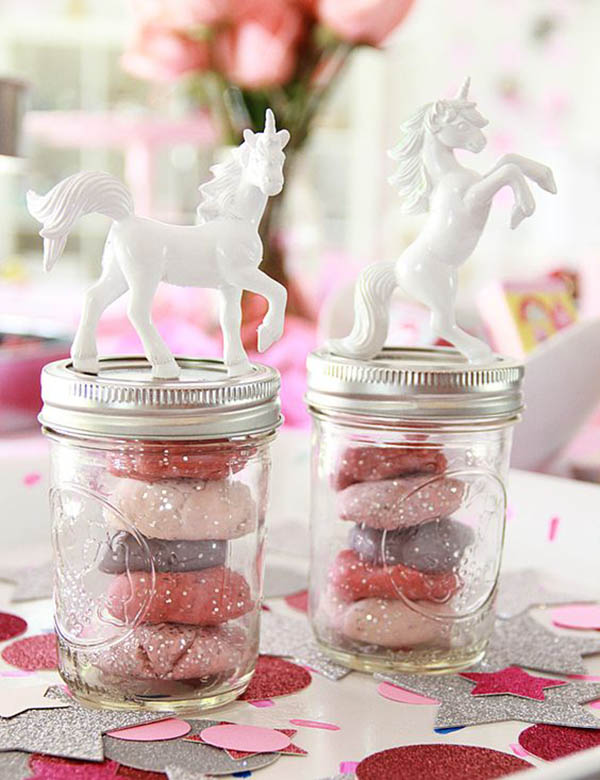 Love these DIY Unicorn party Favors- See more lovely unicorn party ideas on B. Lovely Events