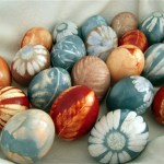 Flower Dyed Easter Eggs- See more Natural Easter egg ideas on B. lovely Events