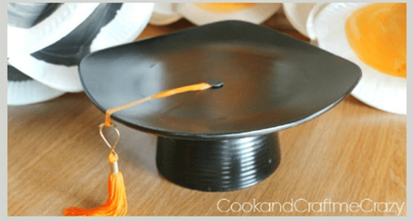 love this DIY Plate Graduation cap centerpiece- See more graduation Party ideas on B. Lovely Events
