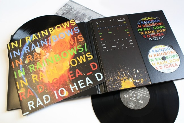 Radiohead的《In Raibows》除了數位版本提供自由付費下載,同時發行了雙CD、黑膠的實體豪華唱片。
