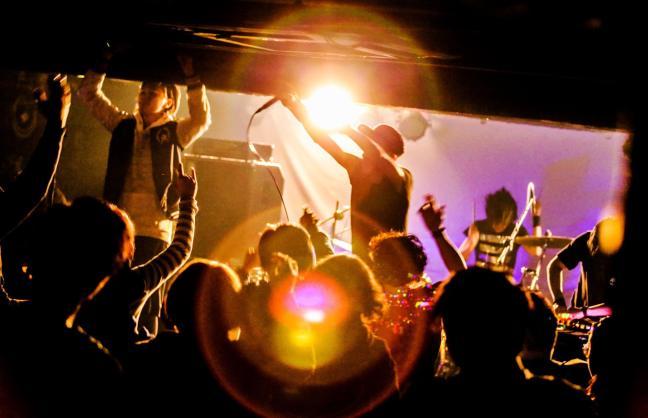 通常有主唱、有樂器彈奏的電子音樂現場,大家也會比較看得懂音樂在表達些什麼。