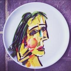Retrato de Dora Maar por Picasso, a base de nectarina, mango, berenjena, pimientos, calabacín y chicle.