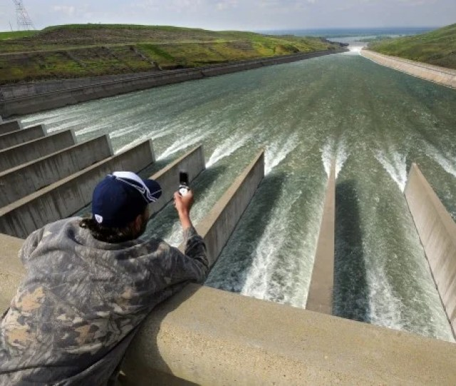 Scott Wilemon Takes Pictures Of The Fork Peck Dam Spillway