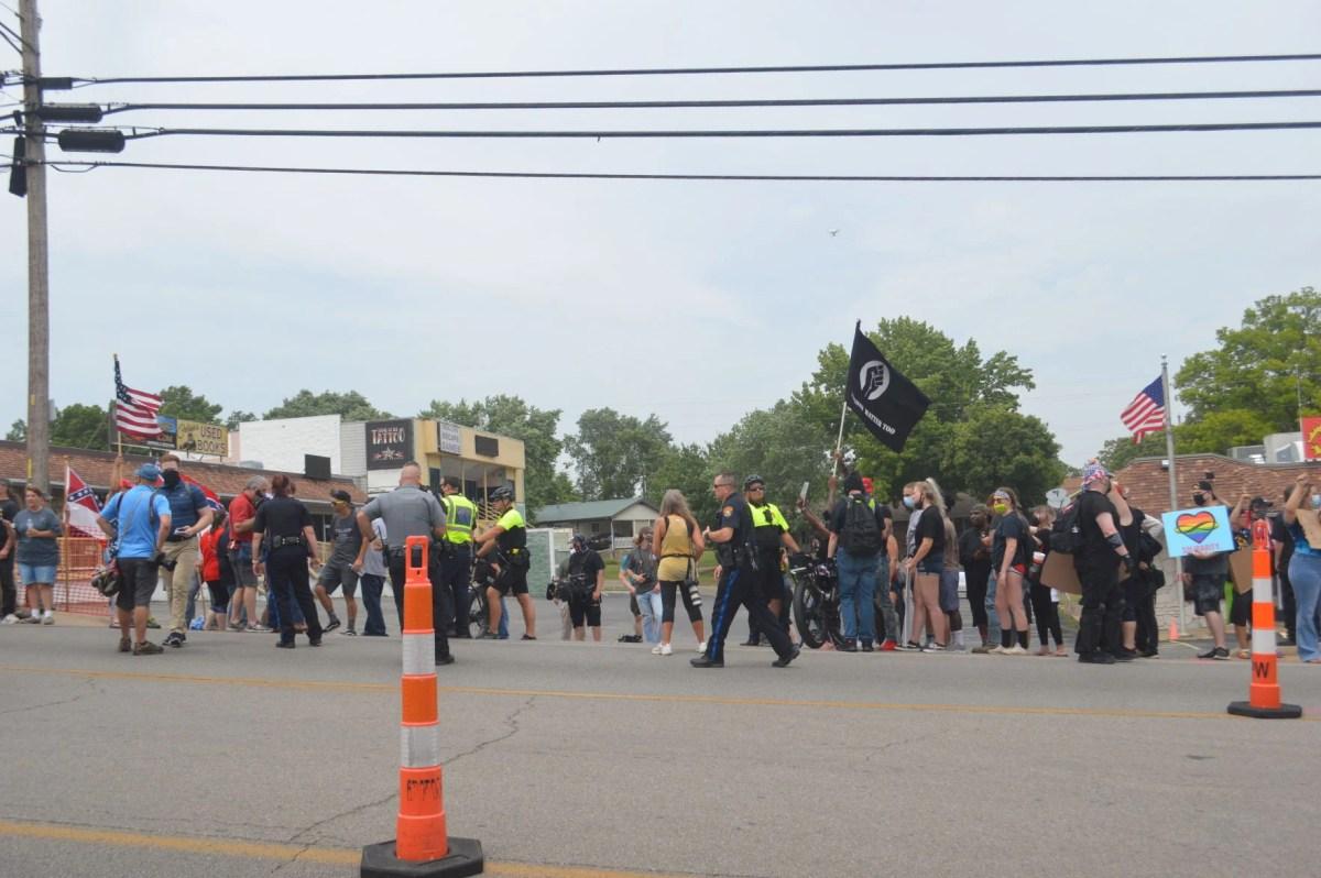 Protests Return To Branson Confederate Flag Store News Free Bransontrilakesnews Com
