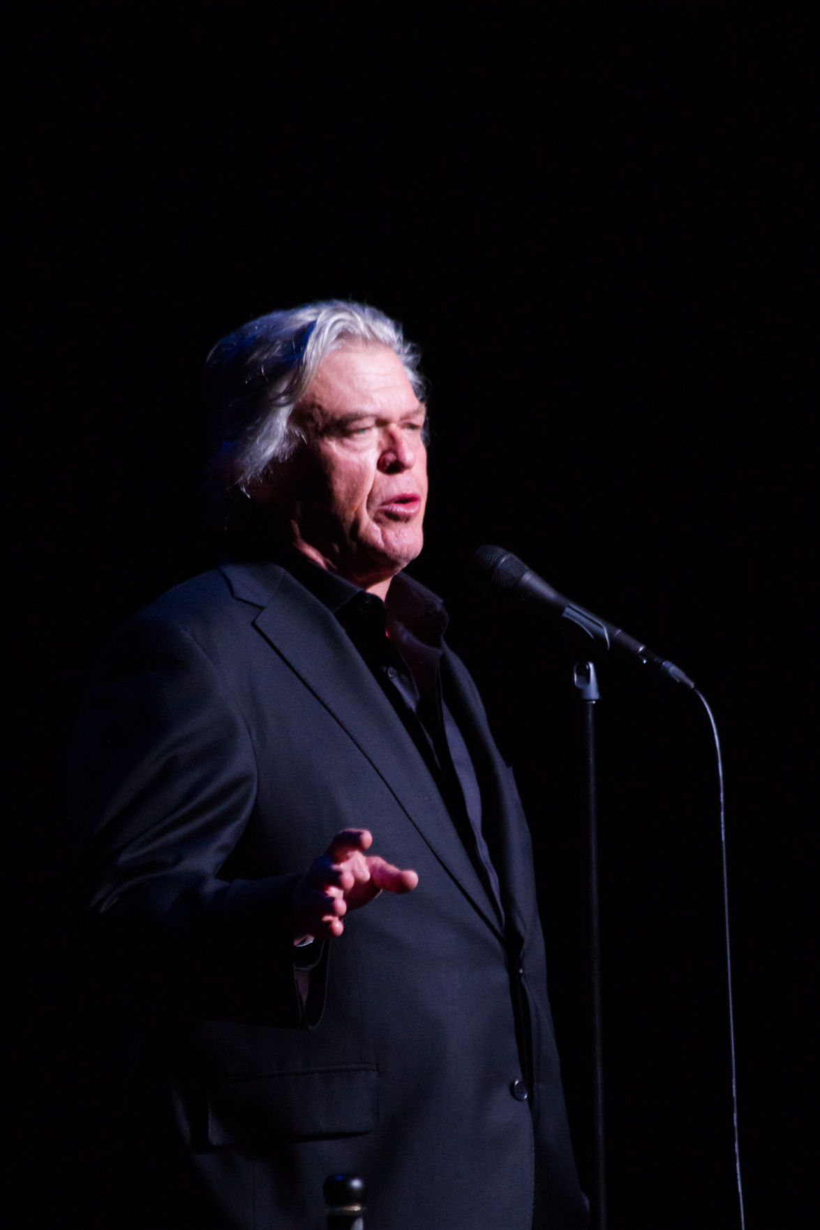 Theater Review Comedian Ron White Performs To A Near Full House At Stephens Auditorium