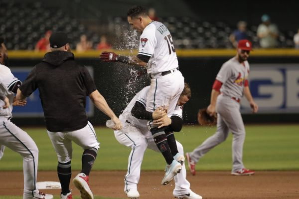 Vargas hits game-winner in 19th, D-backs outlast Cardinals