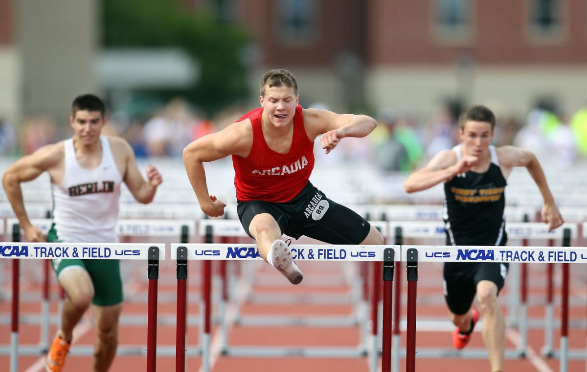 Notebook Ummel Pull Upset Wins 800 Aquinas Boys