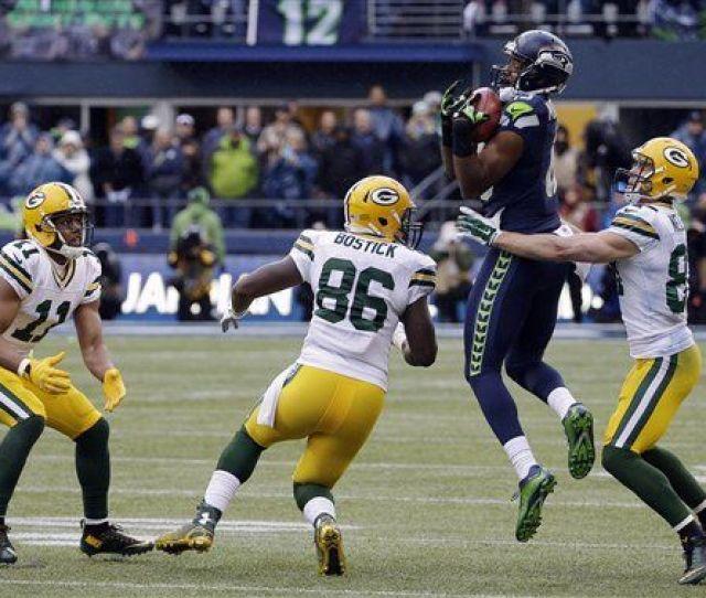 Seahawks Chris Matthews Recovers Onside Kick Against Packers Ap Photo
