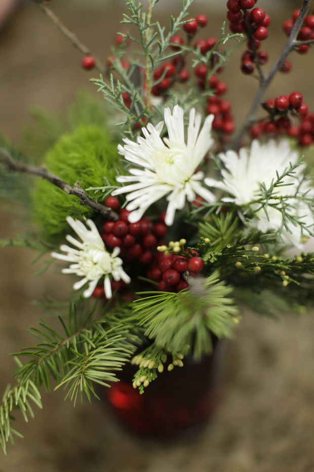 Winters Bloom Simple Flower Arrangements And Touches Of