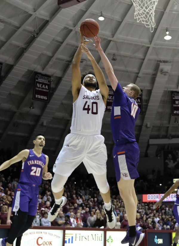 Salukis take 34-26 halftime lead at UNI after 20-2 run