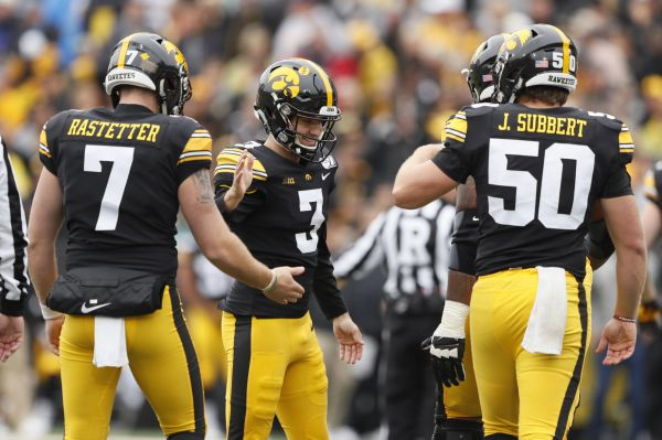College football: Hawkeyes survive Purdue