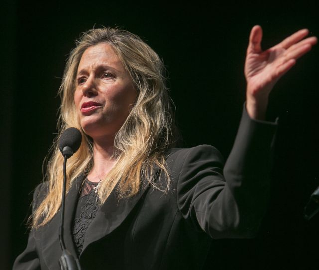 Actress Activist Against Human Trafficking Mira Sorvino Inspires Crowd At Csub News Bakersfield Com