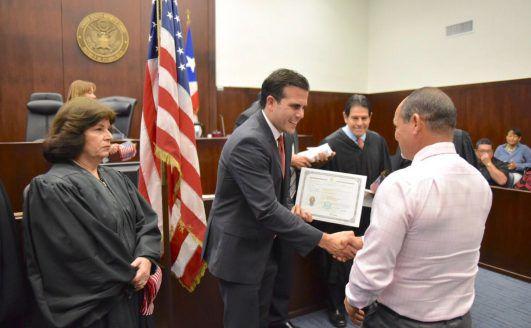 Rosselló participa en juramentación de nuevos ciudadanos americanos