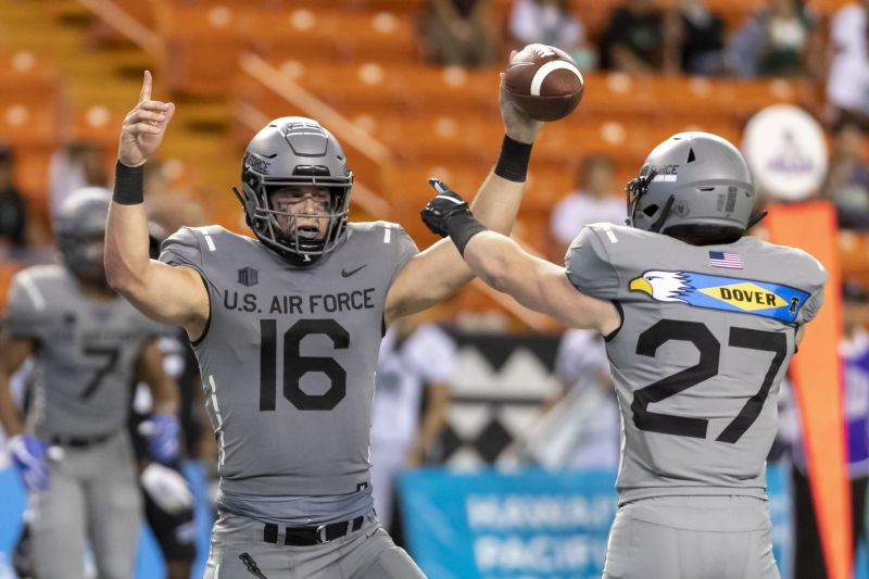 Reserve quarterback Mike Schmidt lifts Air Force past Hawaii in spectacular fashion