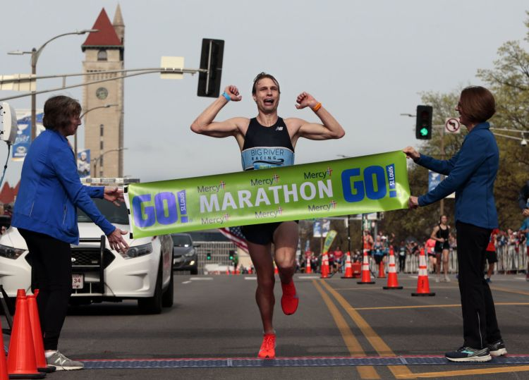 On a warm day for runners, two newcomers win at Go! St. Louis Marathon