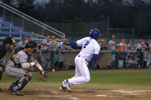 UTA rallies past Sam Houston State, wins 7-6