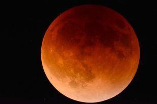 Lunar eclipse will be visible just before sunrise Wednesday ...