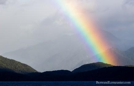 Arc en ciel au dessus du Lac Te Anau (Southland, Nouvelle-Zélande)