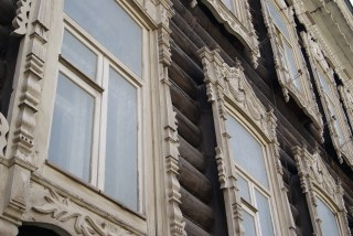 Lots of windows, lots of details