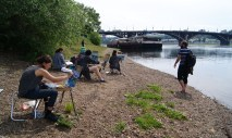 Art students depicting the Glazkovskiy bridge over the Angara river. We spotted groups of people painting in many towns in Russia.