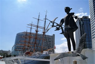 Nippon Maru. The lawns nearby were full of school kids, presumably out learning about Japan's trading history.