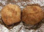 【Instagram】今日のランチは先日作ったチョコパンにシナモンを加えてアレンジしたパンです。
