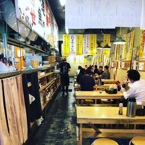 入り口がお魚屋さんぽいけど、海鮮ランチを楽しめるお店。タカマル鮮魚店 4号店