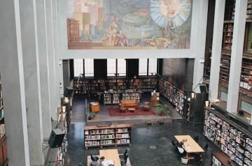 オスロ公立図書館メインフロア