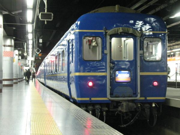 旅情をそそる上野発の夜行列車 (C) Blue Works