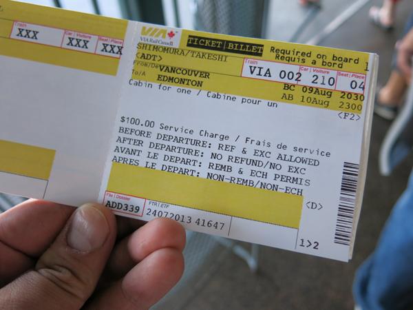 VIAのチケットを駅で買うと、こんな感じ。右上の210が号車番号で、04が部屋番号です。