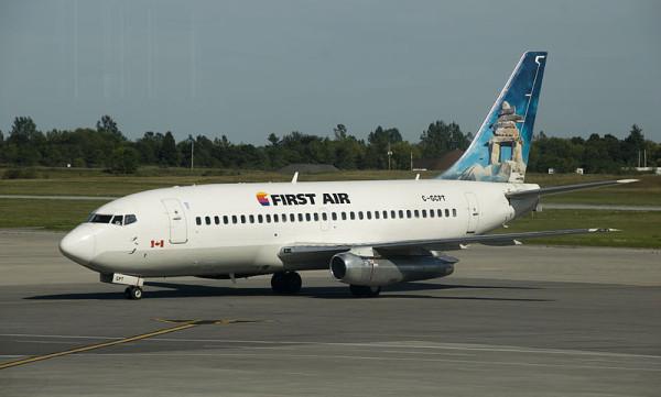機体はボーイング737。100席前後あるので、エアカナダより大型。(C) Alasdair McLellan