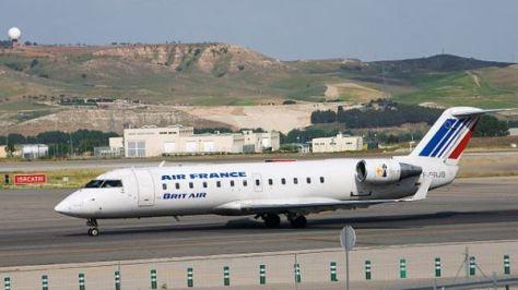 イエローナイフ線に利用されるCRJ100タイプ。写真はエールフランスのものですが、エアカナダも同型の機材を利用。(C) Canadair CL-600-2B19 Regional Jet CRJ-100ER - Air France (Brit Air) - F-GRJB - LEMD