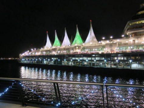 帆船を模したカナダプレイス