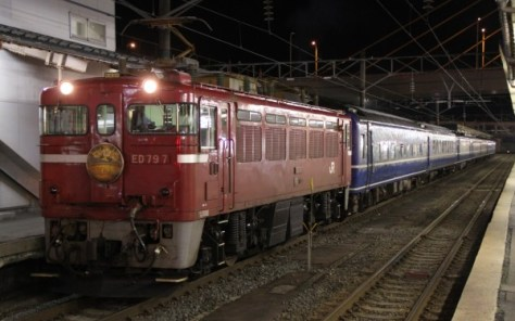Overnight train Hamanasu runs between Aomori and Sapporo. It is very useful train to get Hokkaido. But it may be discontinued when Hokkaido Shiknansen open.