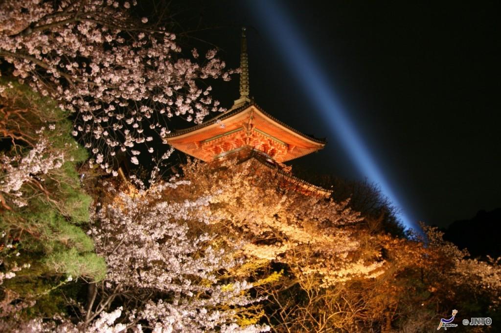 Kinkakuji temple in Kyoto ©Akira Okada/©JNTO