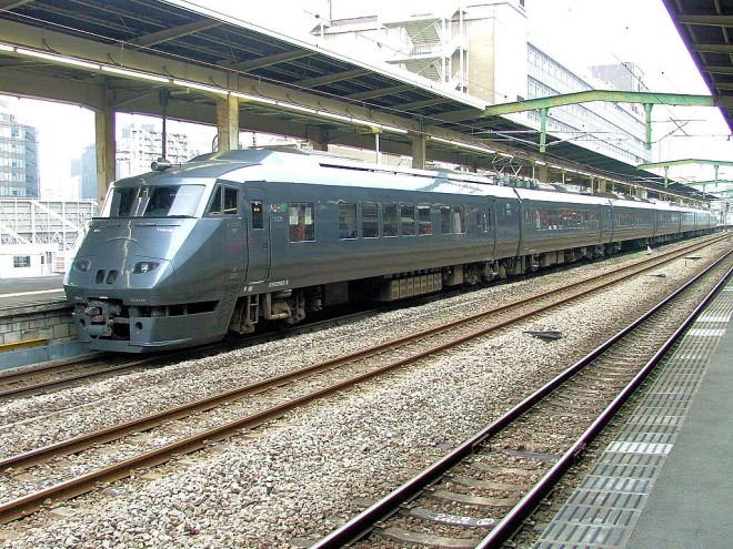 JR Kyushu's best train 787 series was started to use for Nichirin on Mar 12, 2011.