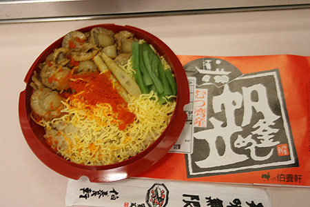 Ekiben (boxed meal in the train) is the popular food in Japan (C) Sonic Rail Garden