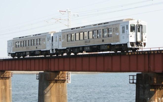 Limited Express train Umisachi-Yamasachi is operated by refurbished KIHA125 series.