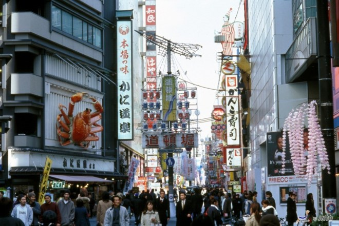 Dotonbori (道頓堀) is one of the popular spot around Osaka Namba area. ©JNTO